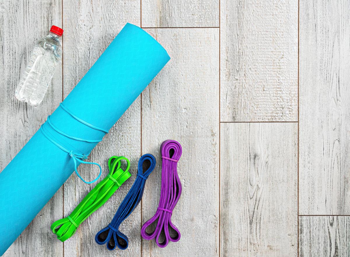 Trening online z gumą do ćwiczeń – czy warto?