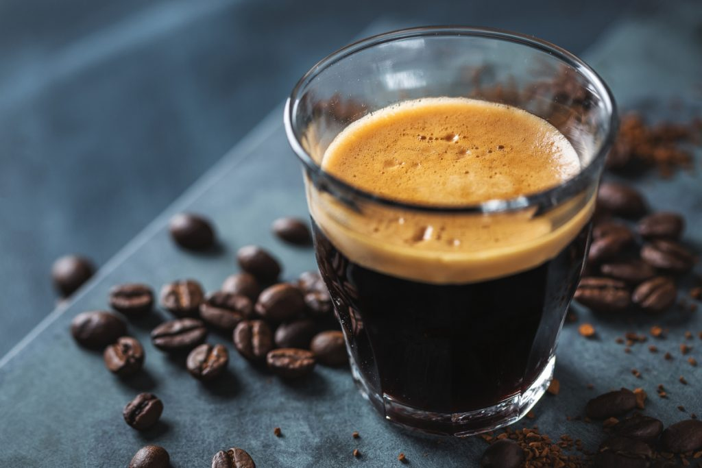 Kawa i magnez – wypłukuje, czy nie?