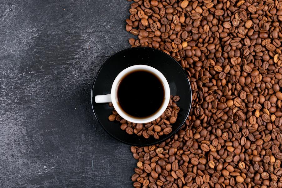 Picie kawy – zdrowe czy niewskazane? Rozprawiamy się z mitami!