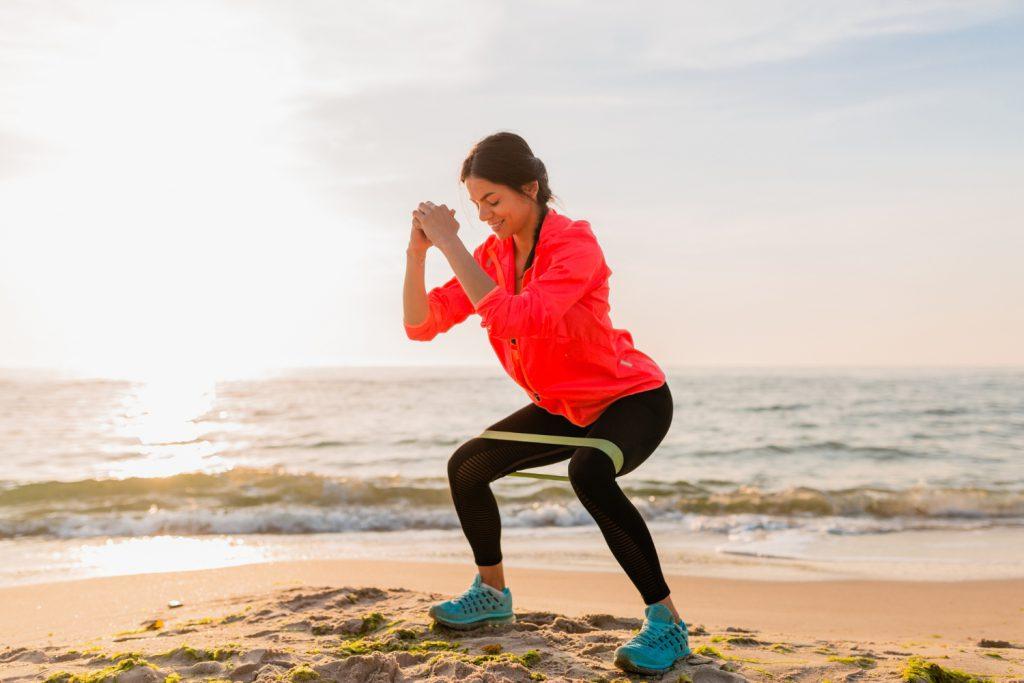 Czemu ćwicząc pośladki, ćwiczysz również uda?
