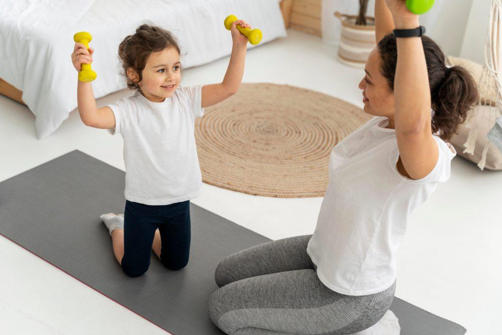 Trening w domu z dziećmi. 3 najlepsze ćwiczenia!